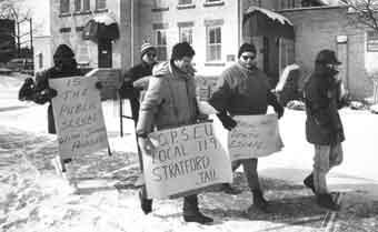 Cinq membres du SEFPO manifestent