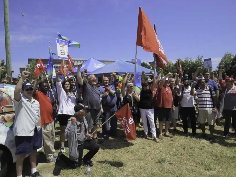 Unifor members join an OPSEU rally for striking members of OPSEU Local 276