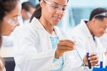 Professionnels de laboratoire médical : un élément essentiel des soins de santé!
