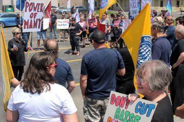 Le SEFPO se joint à la manifestation devant le bureau du député de Chatham