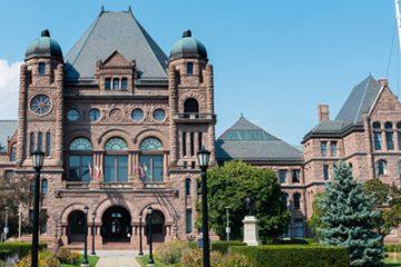 Les libéraux de l'Ontario signent une entente donnant une augmentation de 7,5 pour cent aux fonctionnaires