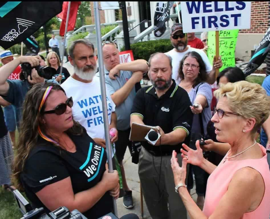 We Own It mobilizers speaking with Premier Kathleen Wynne