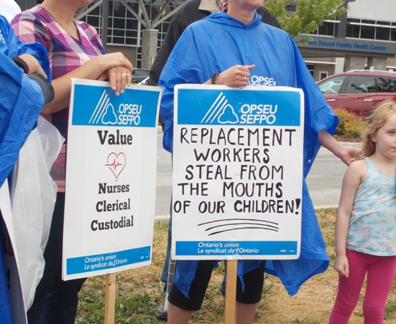 L276 scab signs 'replacement workers seal from the mouths of our children'