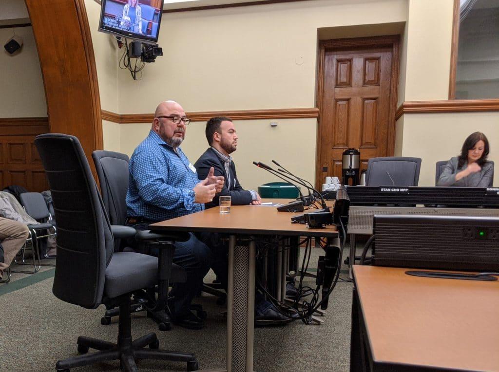 Arrêtez la privatisation de l'alcool, demande Eddy Almeida aux audiences sur le projet de loi 138