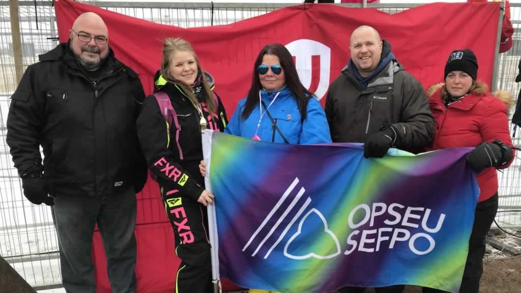Members standing with Unifor in Regina
