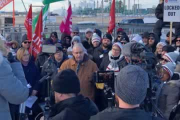 Thomas at Unifor rally in Regina